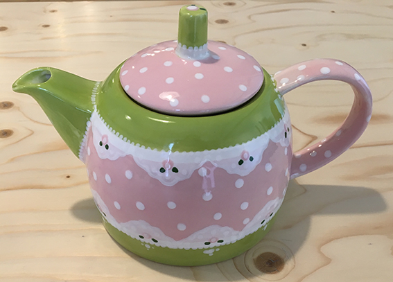 Teekanne nach den eigenen Wünschen bemalen